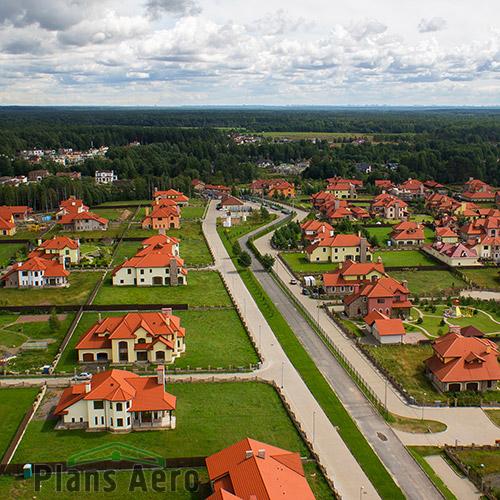 Высотные фото уже построенных и строящихся поселков.
