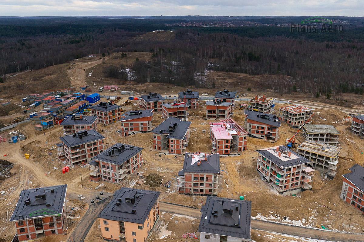 Съемка с воздуха этапов строительства коттеджного поселка в Мистолово.