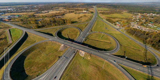 Панорама с воздуха: автомобильная развязка, п. Скотное.